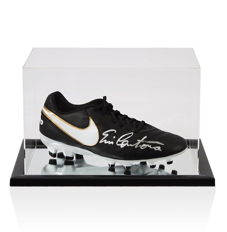 Toro champú Cuestiones diplomáticas  Eric Cantona Signed Nike Tiempo Football Black Boot - In Acrylic Display  Case | eBay